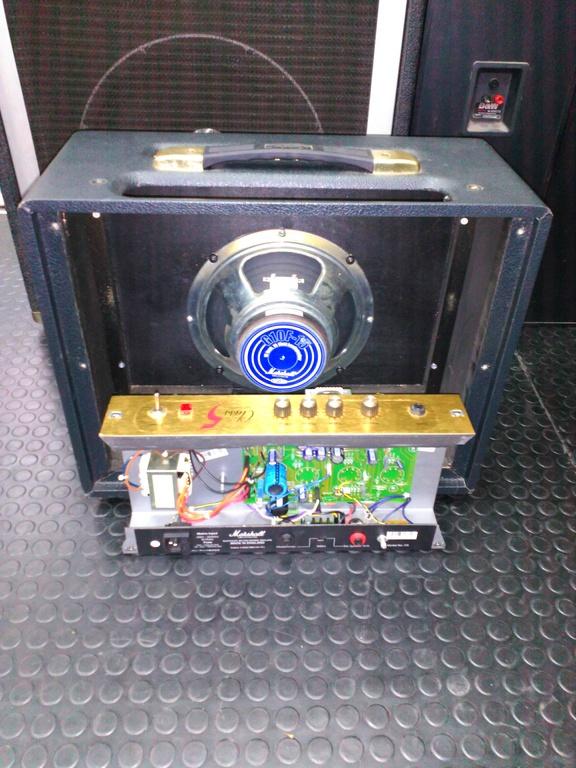 amplificador Marshall class 5 desmontado