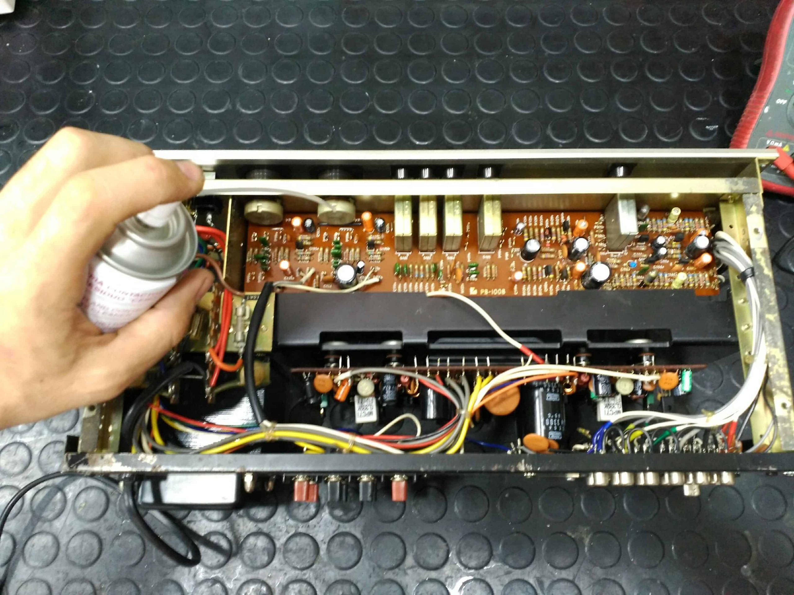 Limpieza de amplificador doméstico