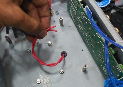 Pasando los cables del choke al interior del chasis