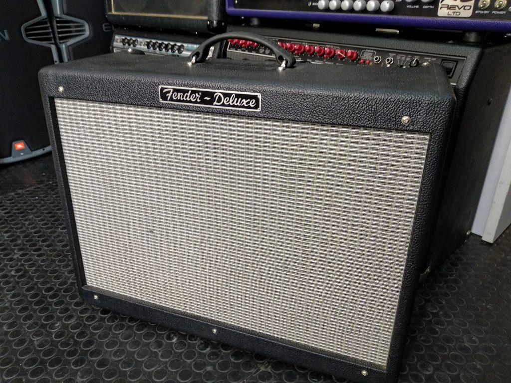 Cambio de válvulas en amplificador de guitarra Fender Hot Rod